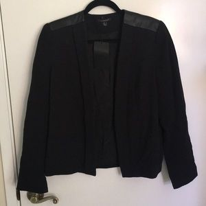 Black linen blazer with leather look Detail